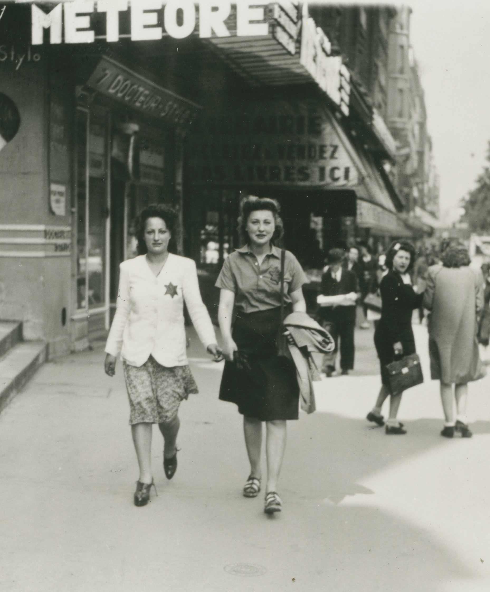 Affiche-Jeunes-Femmes-Etoiles-Grands-Boulevard-1942-BNF