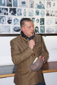 Rainer Höss dans le Mémorial des enfants du Mémorial de la Shoah