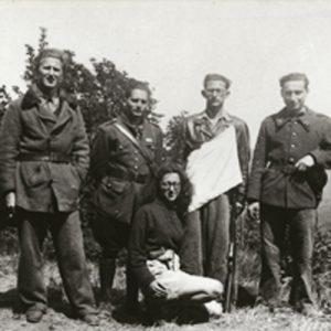Le maquis de l'Espinassier De gauche à droite : Jean-Jacques FRAYMAN, Jacques LAZARUS, PATRICIA, Henri BRODER, Pierre LOEB et Albert COHEN. Coll. Mémorial de la Shoah / CDJC